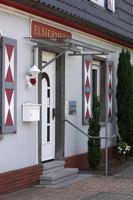 Eingangstür Bestattungshaus Elstermeier