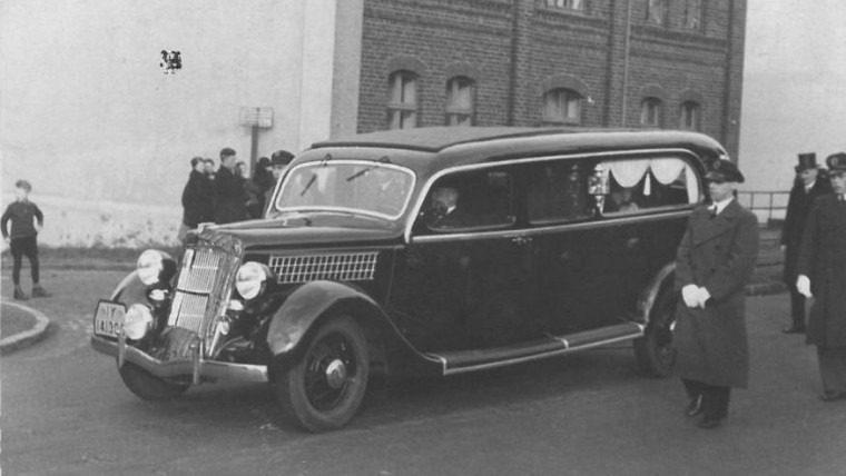 Altes Auto des Bestattungshaus Elstermeier